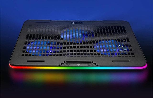 La base KLIM Aurora per raffreddare il laptop